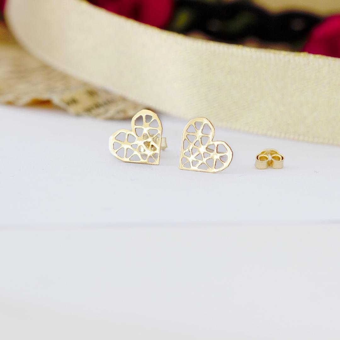 Cercei cu inimioare decupate – din aur galben, alb sau roz 14K