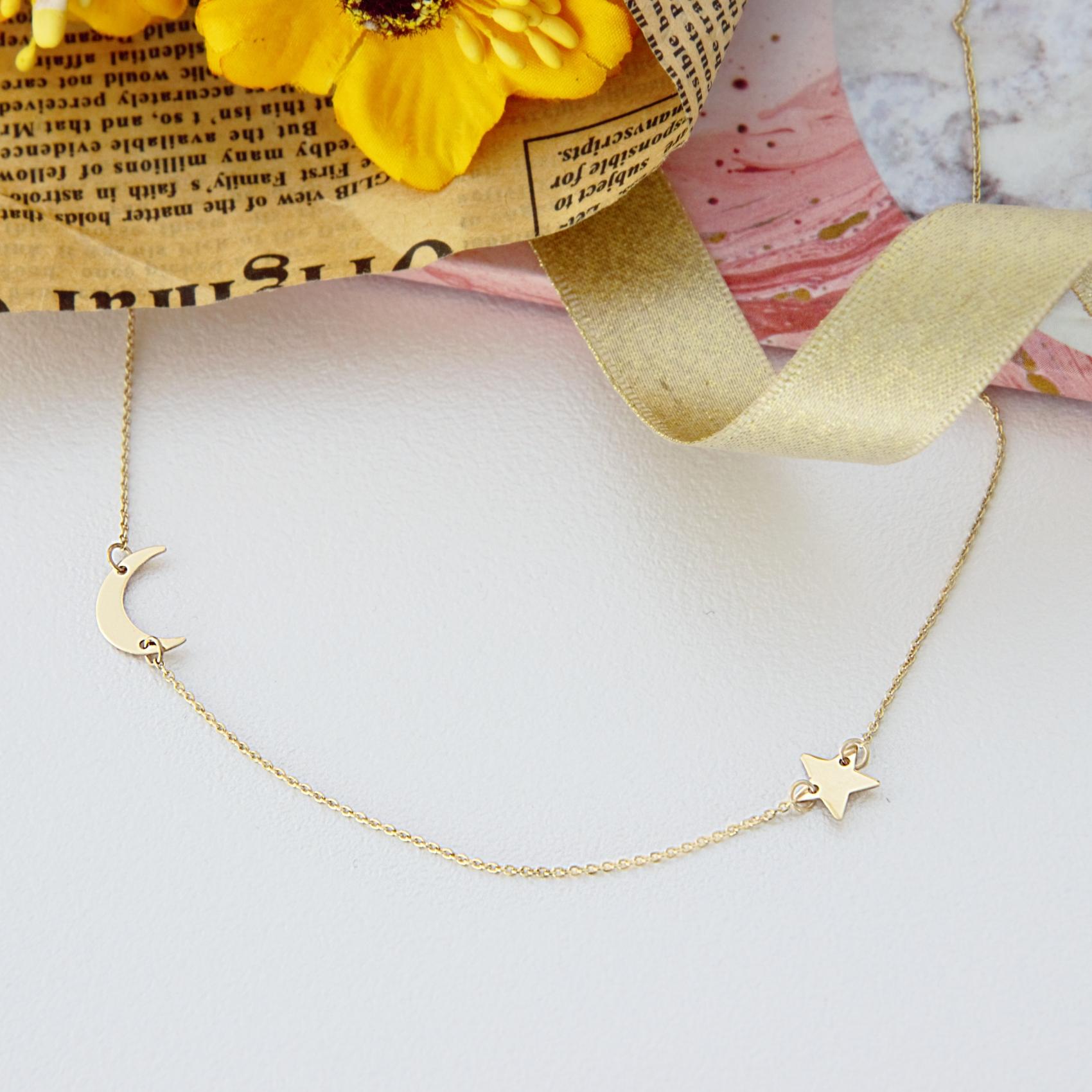 Colier cu steluta si semiluna din aur galben, alb sau roz de 14K