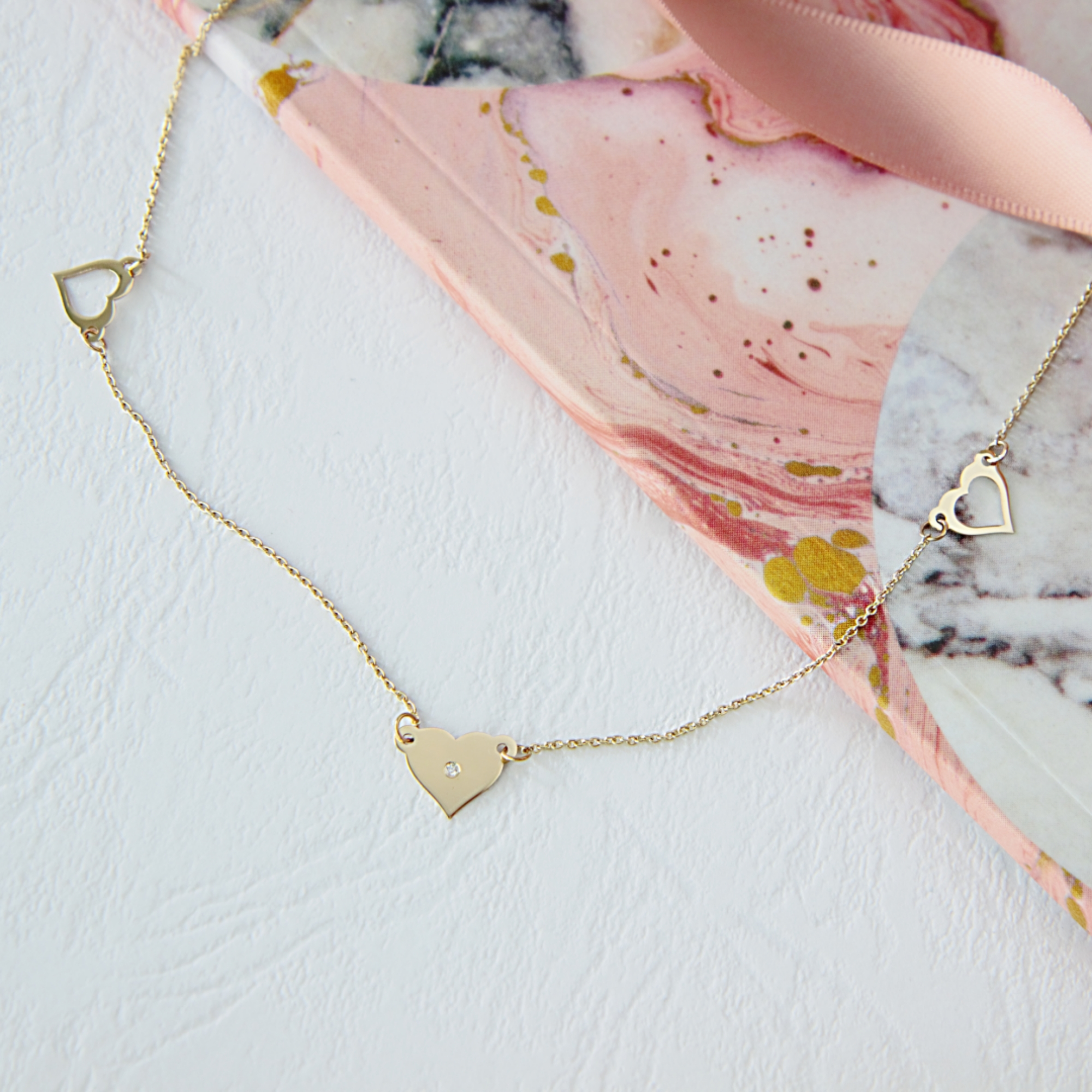 Colier din aur 14K cu model inimioare si diamant 1,25 mm